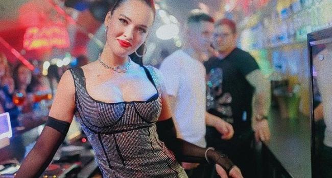 «Окончательно лишилась стыда»: Даша Астафьева засветила аппетитные части своего тела без нижнего белья