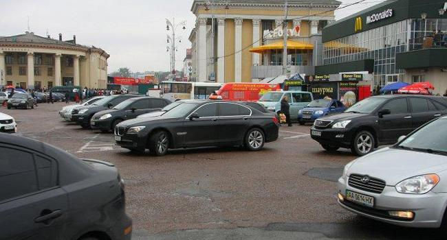 «Чтобы освободить пространство в центре Киева»: Эксперт рассказал о ценах на парковку