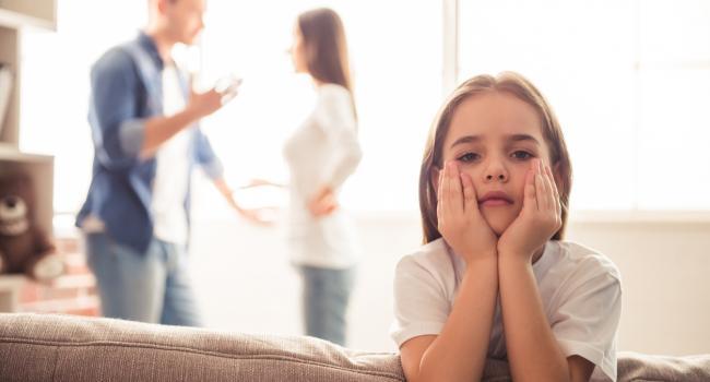 «Для тебя ничего не меняется»: Психологи рассказали, как правильно сообщить ребёнку о разводе