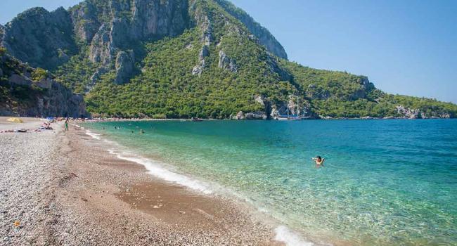 На курортах Турции участились случаи нападения на туристов ядовитой рыбы
