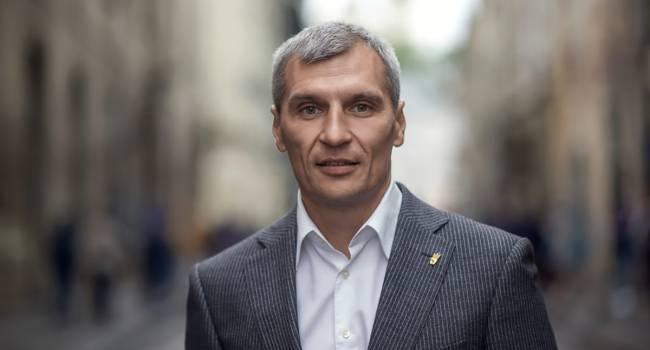 «За землю во время войны воюют, и ее не продают» Кошулинский считает, что власти следует заняться развитием фермерских хозяйств в Украине