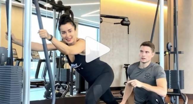 «Пробовала разные способы коррекции фигуры»: Тина Канделаки рассказала, как правильно тренировать тело