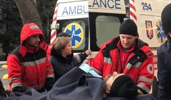 Волонтер: в Киев доставили новый борт с ранеными, скорые одна за одной пронеслись по Столичному шоссе