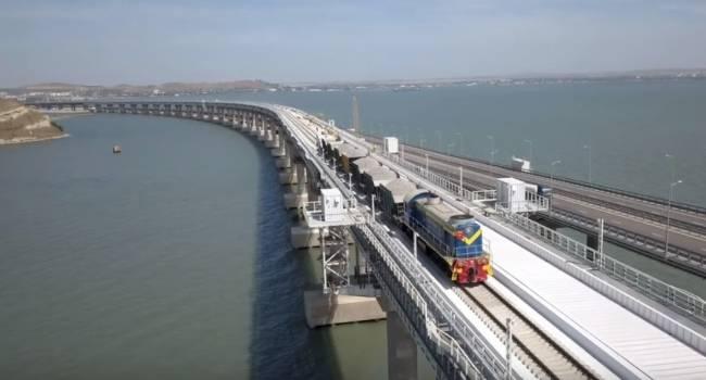 «Платить те же деньги и нюхать носки соседа»: Россияне возмутились началом движения поездов по Крымскому мосту