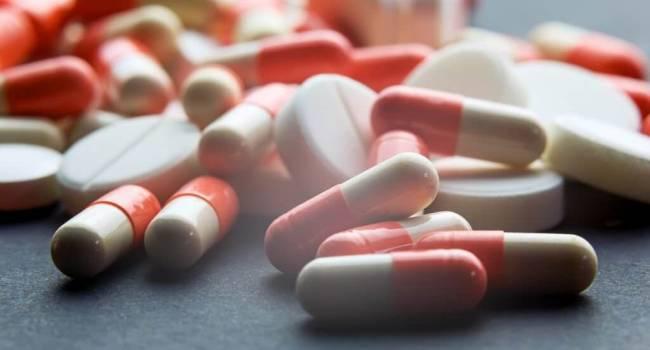 Микробы уцелели после первого лечения: Комаровский рассказал о правилах приема антибиотиков