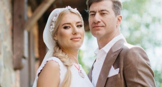 «Выглядите как молодожены»: Оля Горбачева восхитила сеть фото с мужем