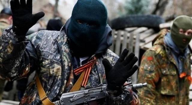 «Полный неадекват»: Боевик «ДНР» жестко избил прохожего мужчину посреди белого дня