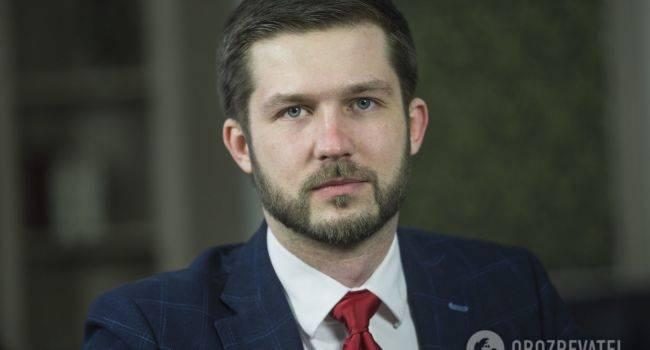 Кабакаев: пока в Лондоне Ермак дает согласие на изменения в Конституцию по ОРДЛО, в Киеве Труба объявляет о новом подозрении Порошенко