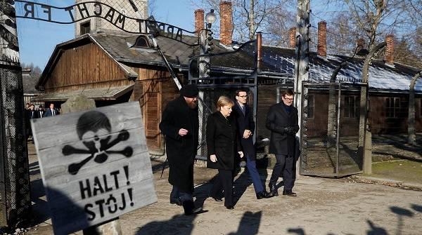 «Я испытываю глубокий стыд»: немецкий канцлер впервые посетила Освенцим