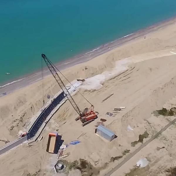 «Заливают бетонами»: в сети показали разрушительные действия оккупантов в Крыму