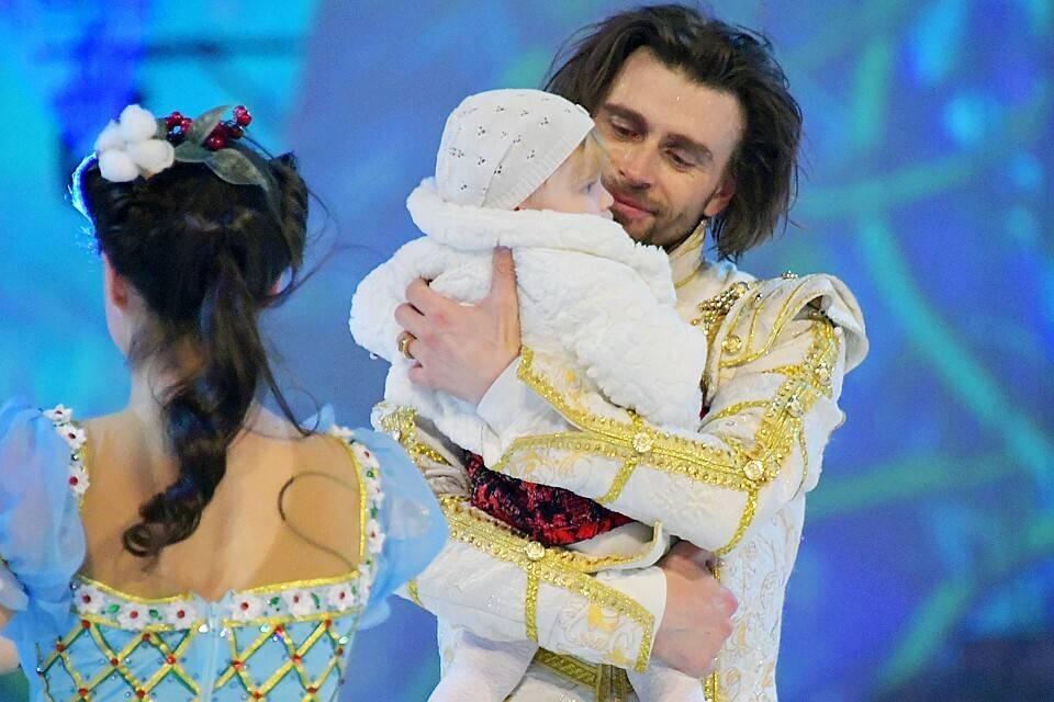 «Вся арена плакала»: муж больной на рак Анастасии Заворотнюк показал годовалую дочь