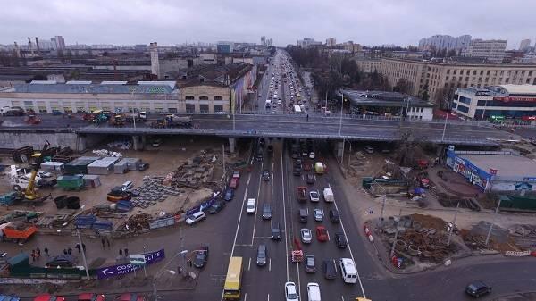Опоры укрепили обычными досками: в сети показали впечатляющее фото Шулявского моста после ремонта