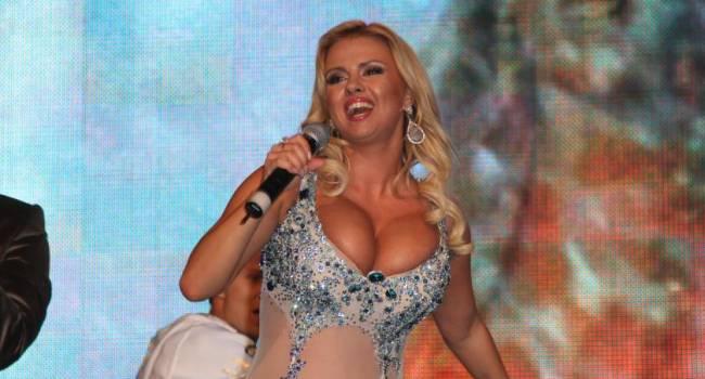 Анна Семенович раскрыла секрет своего пышного бюста
