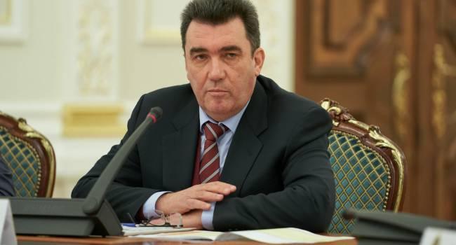 «Это не случайный фейк»: Данилов считает новость о подготовке к выселению жителей ОРДЛО частью большой информационной кампании
