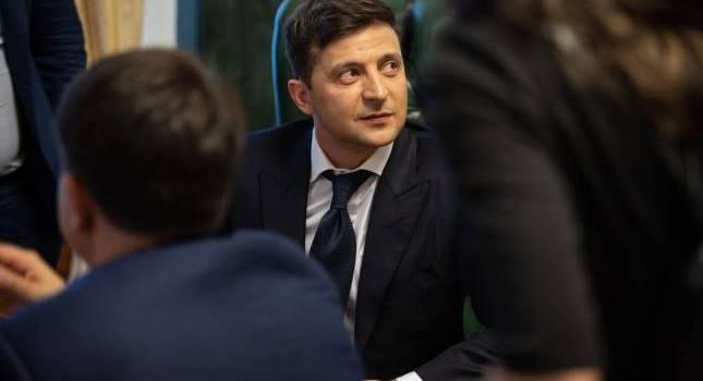 «Руководит предыдущая власть»: Владимир Зеленский заявил, что не собирается начинать войну на Донбассе