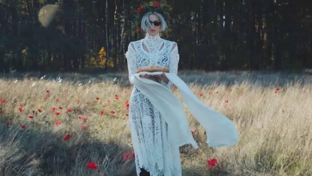 «Рано вранці зілля копала»: Марув подорвала сеть серией снимков из нового клипа «If You Want Her»