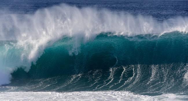 Ученые зафиксировали смертоносное цунами: высота волн достигала 100 метров