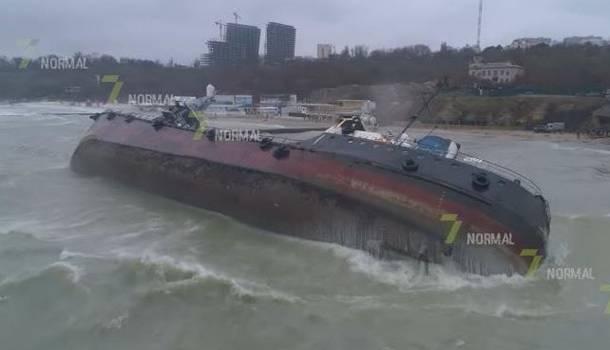 «Будет проблема глобального масштаба»: Экологи предупредили о масштабном загрязнении воды нефтью у берегов Одессы