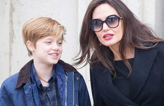 13-летняя дочь Джоли сменила имя на Джон и ждет операции по смене пола