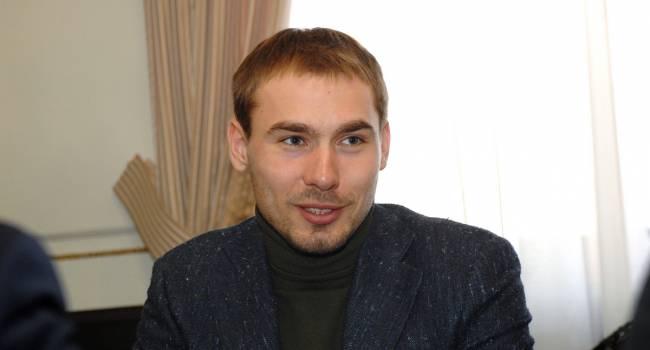 «Бежал штрафной круг по кольцевой»: Ургант прокомментировал вопиющий инцидент в одной из школ, где ученики прождали 40 минут на морозе депутата Шипулина