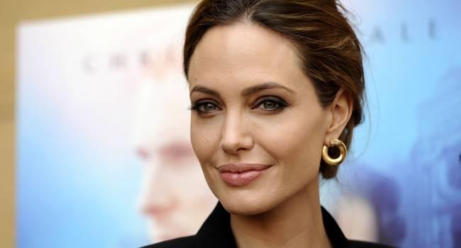 «Встречается с молодой актрисой»: СМИ сообщили о новом романе Джоли