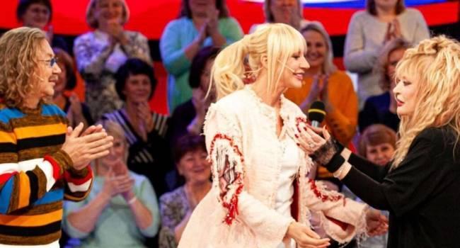 «Кристина, как Волочкова с хвостом конским»: Орбакайте удивила сеть своим нарядом на передаче, посвященной своей маме