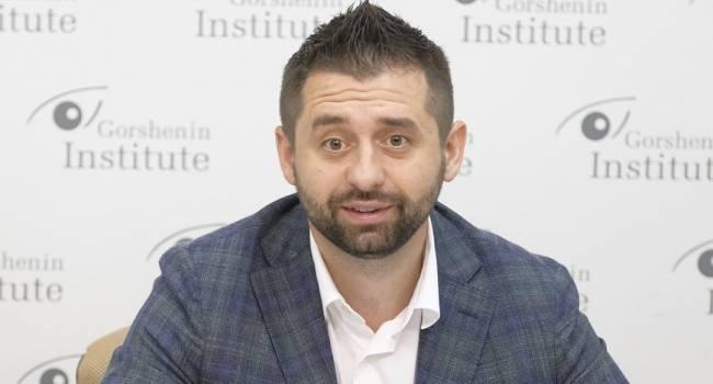 «Стена с Донбассом»: Арахамия прокомментировал заявление Ермака