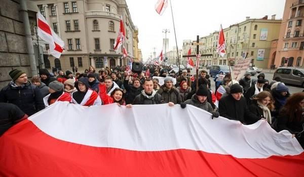 «Мирно мы не договоримся»: жители Минска вышли в центр города на протест