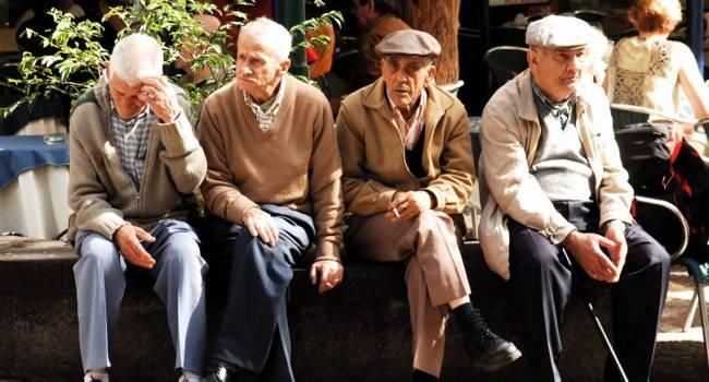 До последнего не все доживут: ученые рассказали о трех этапах старения