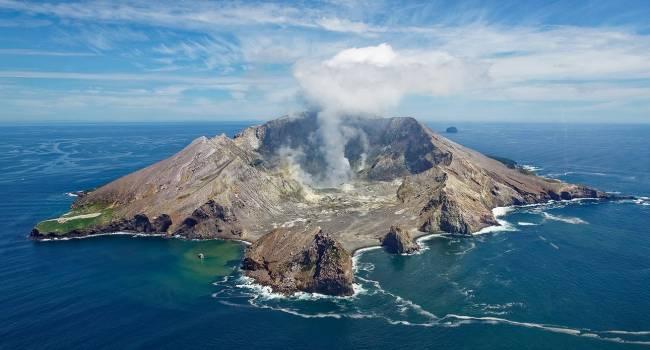 Самый высокий уровень опасности: в Новой Зеландии началось извержение вулкана