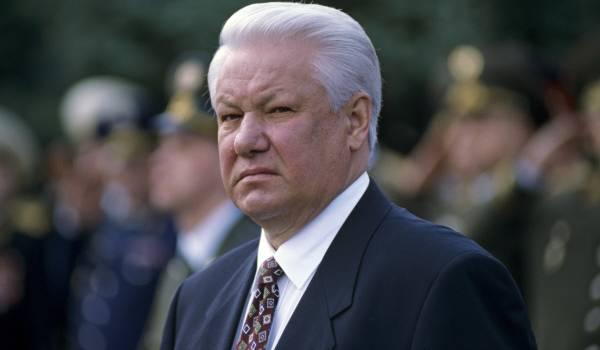 «Воевали с Горбачевым»: Политолог обвинил Ельцина в сдаче Крыма