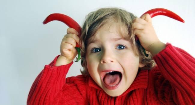 «Слушает, а делает по-своему»: Психологи рассказали о правилах борьбы с детской непослушностью