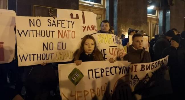 У Киева и Москвы все-таки были предварительные договоренности: 2 тысячи человек на Банковой вовремя вправили мозги власти
