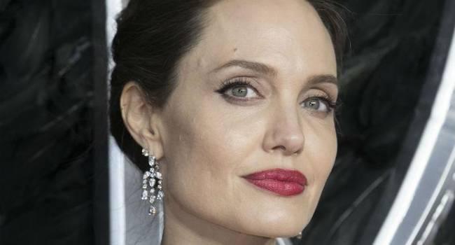 Анджелина Джоли лично встретилась с фанатом, набившим на своем теле татуировку с ее лицом