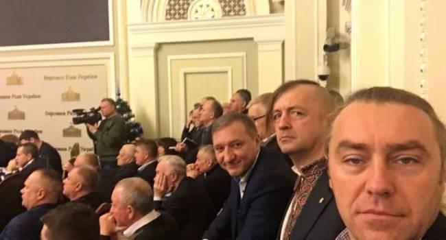 «Мы «свободовцы»!»: В стенах ВРУ подрались депутат от «СН» и экс-парламентарий от «Свободы»