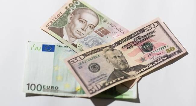 Украинцы определились с наиболее надежной валютой для хранения сбережений