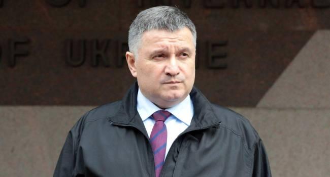 Под Аваковым зашаталось кресло: Доник объяснил внезапную активность одиозного министра