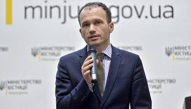 Не устраивает зарплата: глава Минюста намекнул на отставку