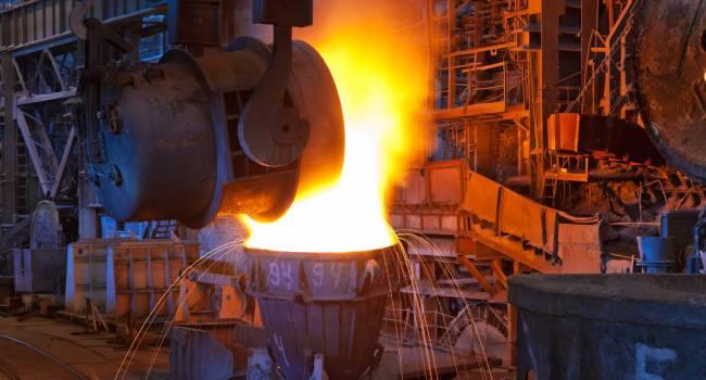 «Ударим кукурузой по сталеварству и бездорожью»: блогер рассказал о критической ситуации в промышленности Украины