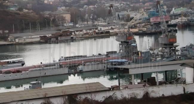 «Произошел разлив…Вот почему там все оцеплено полицией»: Стало известно об ужасных последствиях из-за затонувшего дока и подлодки в Севастополе