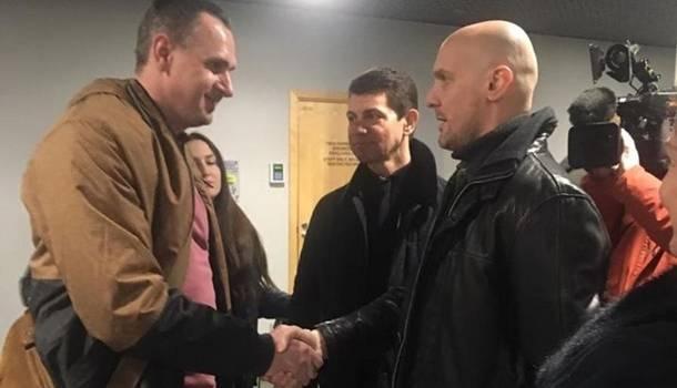 Сенцов прибыл в Латвию для прохождения медицинской реабилитации