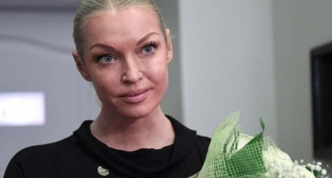 «Я вчера чуть не разбилась в клетке»: Анастасия Волочкова едва не погибла во время выступления