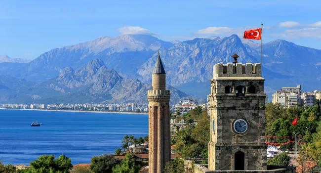«Будем развивать»: в Турции придумали, как заманить туристов после введения новых налогов