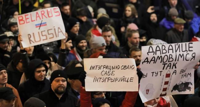 «Белорусам предлагают стать разменной монетой в махинациях чужого им режима»: Эксперт объяснил, почему в Беларуси люди выходят на протесты