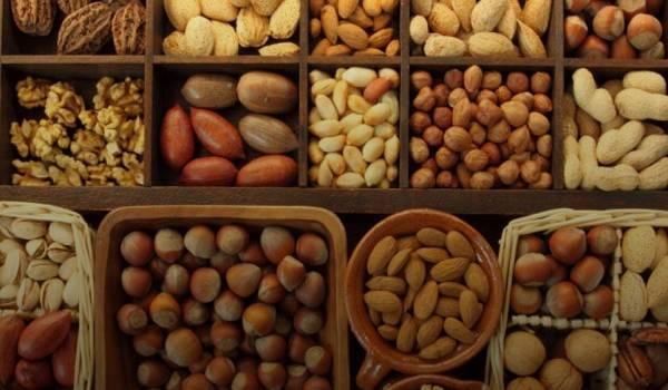 Жизненная необходимость: медики рассказали, для чего нужно мыть орехи