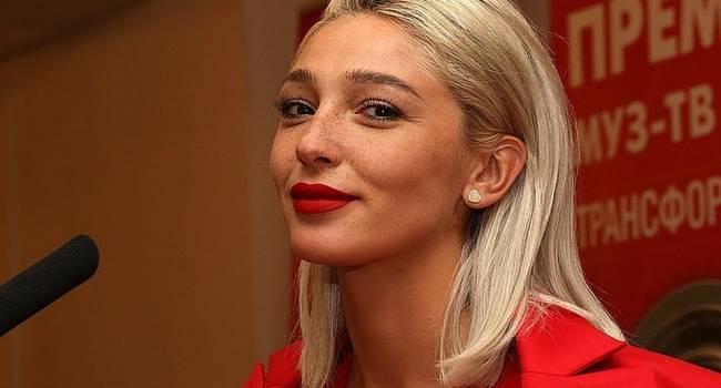«Огоньки проигнорировала, но пришла к Ивлеевой»: Пугачева и Галкин появились в модном шоу звезды «Орла и решки»