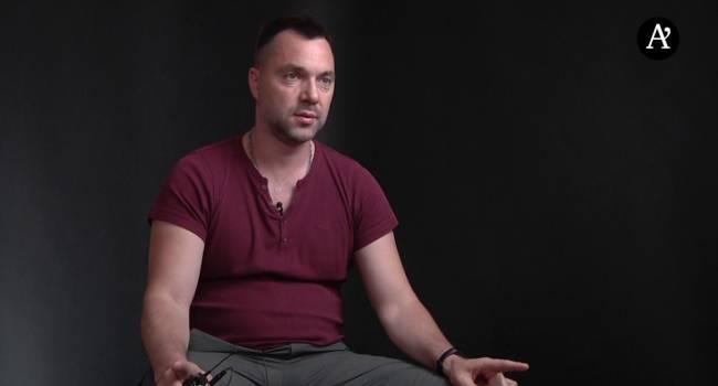«Почему до сих пор вы не штурмуете ОПУ, пытаясь спасти Украину от предателя и агента Москвы?», - Арестович