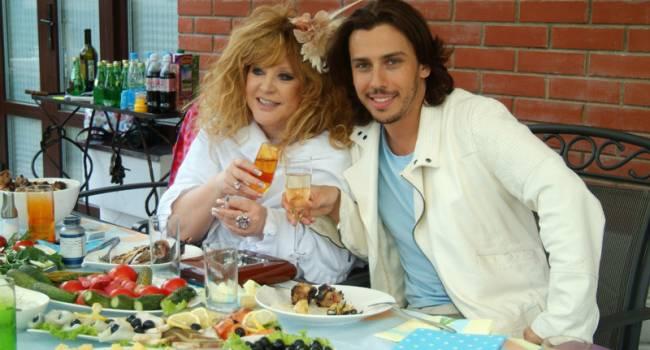 «Сижу с ними за одним столом»: домработница Пугачевой рассказала о чутком характере певицы