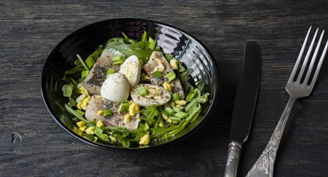 Вкусности от Юлии Высоцкой: рецепт оригинального салата с сельдью на Новый год