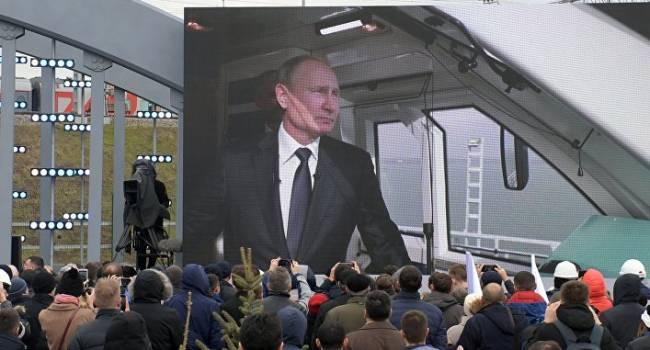 «Путин показал, кто хозяин»: политолог объяснил молчание Зеленского после запуска поездов по Крымскому мосту